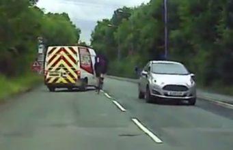 Οδηγός βαν προσπαθεί να χτυπήσει ποδηλάτη