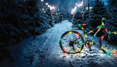 Χριστουγεννιάτικη διακόσμηση απο ποδηλατικά εξαρτήματα