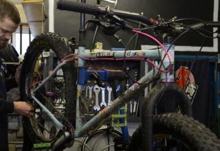 Υπερβάλλοντας για την συντήρηση ποδηλάτων