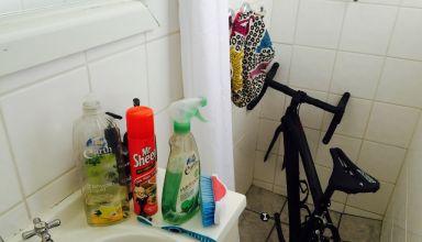 Ζώντας σε ένα διαμέρισμα – Καθαρίζοντας το ποδήλατο μας