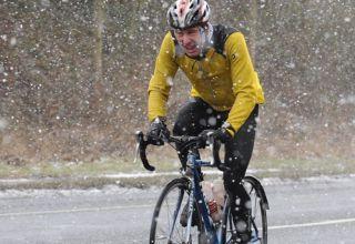 Ποδηλατώντας σε χιόνι και πάγο