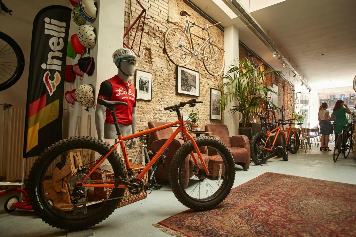 Lola Bike and Coffee Shop