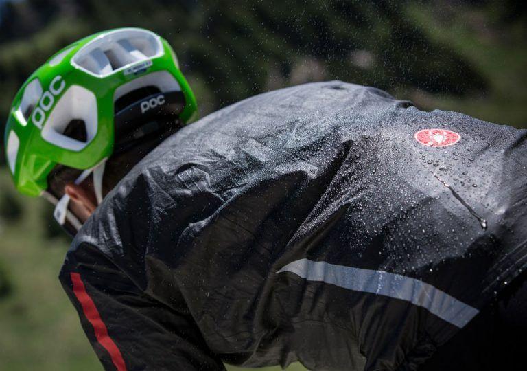 Προετοιμασία για βροχή – Υδροφοβικά και αδιάβροχα ρούχα