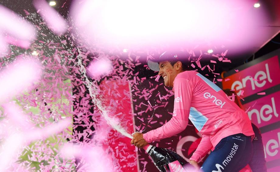 14ο εταπ – Νίκη και ροζ φανέλα για τον Carapaz!