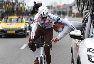 Tour of Flanders 2021- Αποκλεισμός από τον αγώνα λόγω σκουπιδιών!
